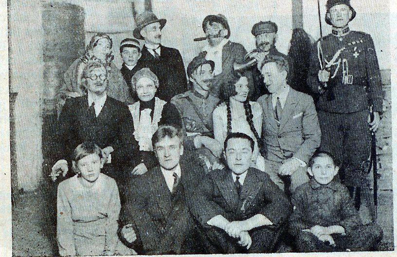 1934. Näitetrupp toas, Sänna album I.